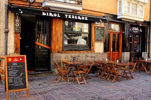 Llaman a boicotear el Bar Kirol por «acosador y explotador»