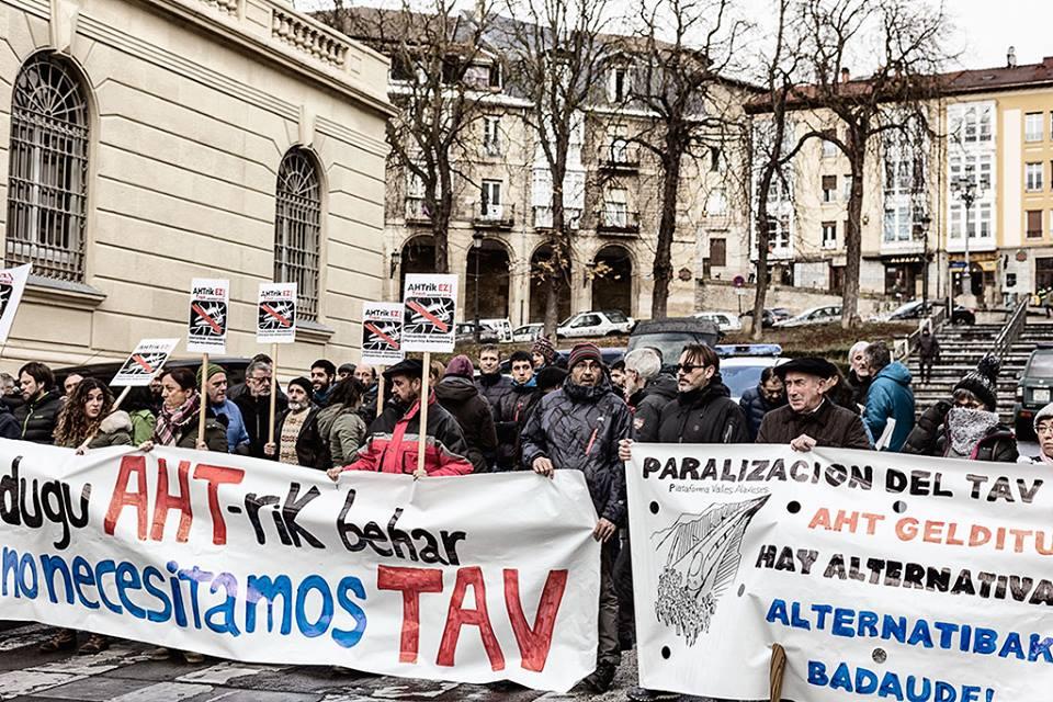 El pleno del ayuntamiento de Erribera Beitia rechaza el TAV