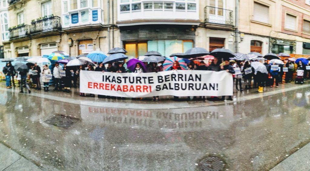 El AMPA de Errekabarri anuncia nuevas movilizaciones hasta que se busque una solución