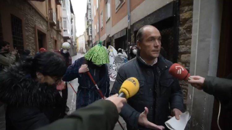 """Al PP le sale rana su """"acto de provocación"""" frente a la oficina de okupación"""