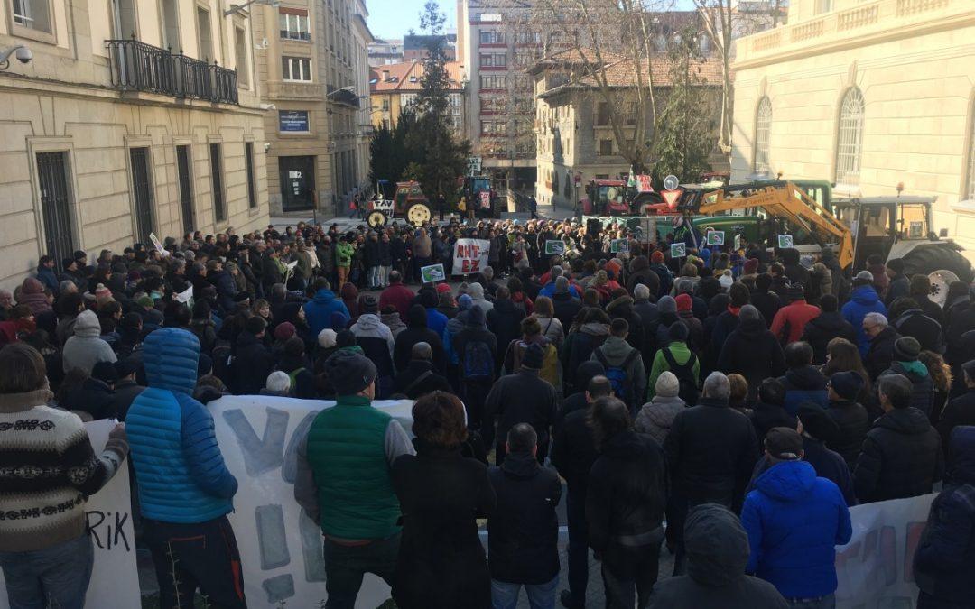 Protestara deitu du AHT-rik Ez Lautada Plataformak Espainiako Sustapen Ministroaren bisita dela eta