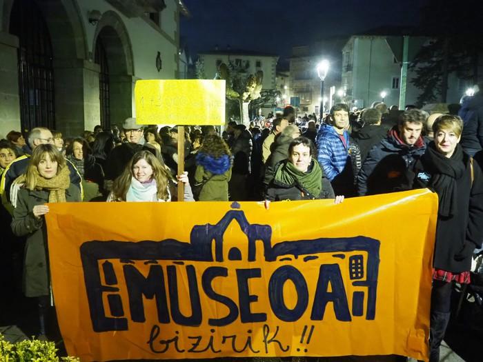 Sinadura bilketa abiatu dute Artziniegako Museoaren alde