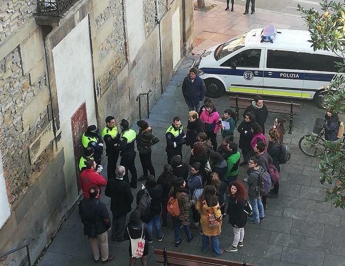 La Policía Local desaloja el espacio feminista Talka sin orden judicial en mano y a pocos días del 8 de Marzo
