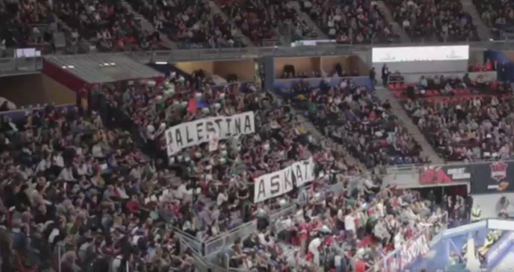 Las protestas contra la visita del Maccabi Tel Aviv llenan las gradas pese a las prohibiciones