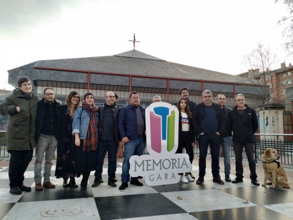 'Vitoria, 3 de Marzo' pelikulako taldeak bat egin du Memoria Gara ekimenarekin
