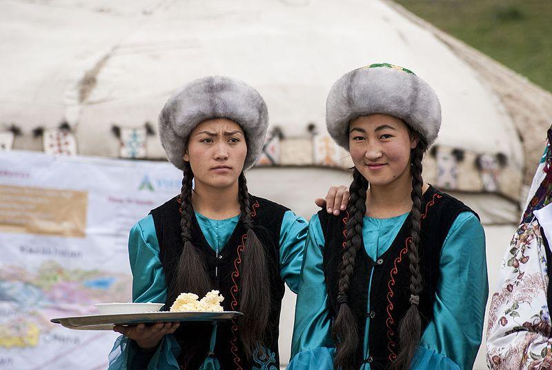 Kasakatxan 4.06: Clown social en Burkina Faso /  Kirguistan, el país de las cuarenta tribus