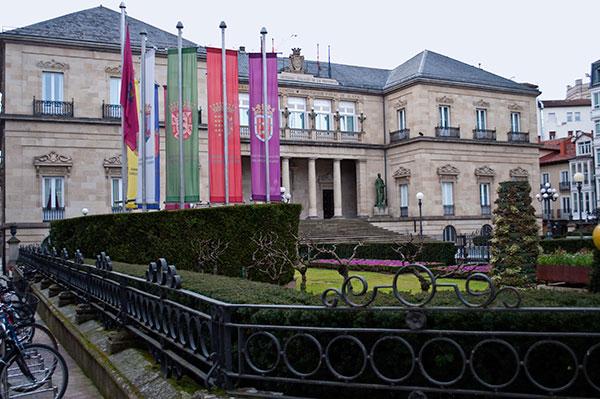 La Diputación de Araba ayuda con más de 270.000 euros al Obispado de Gasteiz