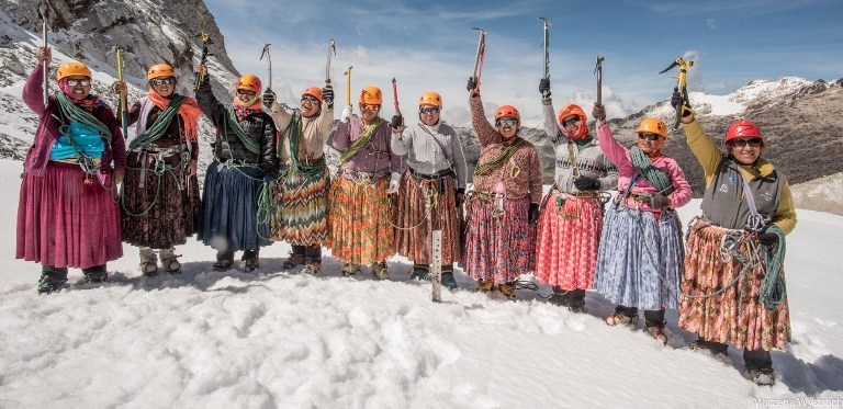 """Cholitas escaladoras: """"No creo que lleguen demasiado lejos decían…, pero no, nosotras ya sabíamos que podíamos y con más fuerza lo hemos hecho»"""