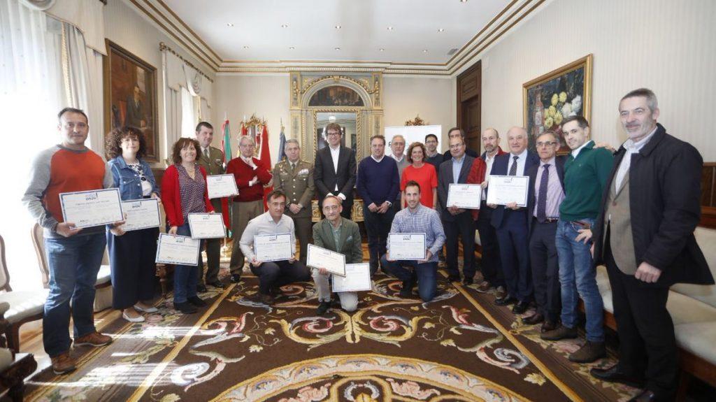 El Ayuntamiento de Gasteiz premia al Ejército español y su base militar de Araca