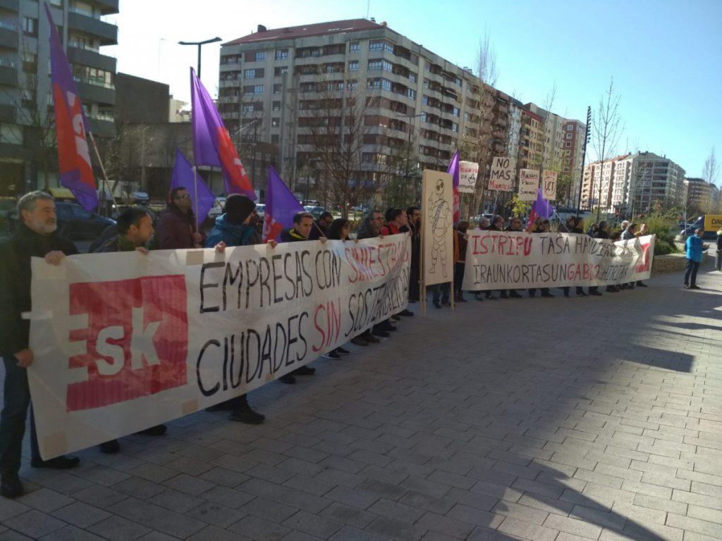 El Congreso de Michelín de Gasteiz oculta los accidentes y muertes laborales en la planta alavesa