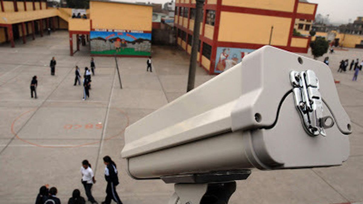 """Uxue (Iruñako autodefentsa sarea): """"Hezkuntza komunitateari ezer galdetu aurretik jarri dituzte kamerak"""""""