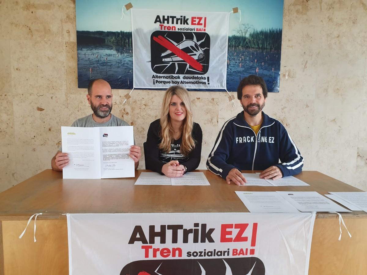 Tren  sozialaren  aldeko  eta  AHT-ren  kontrako  konpromisoak  eskatu  dizkiete  alderdiei