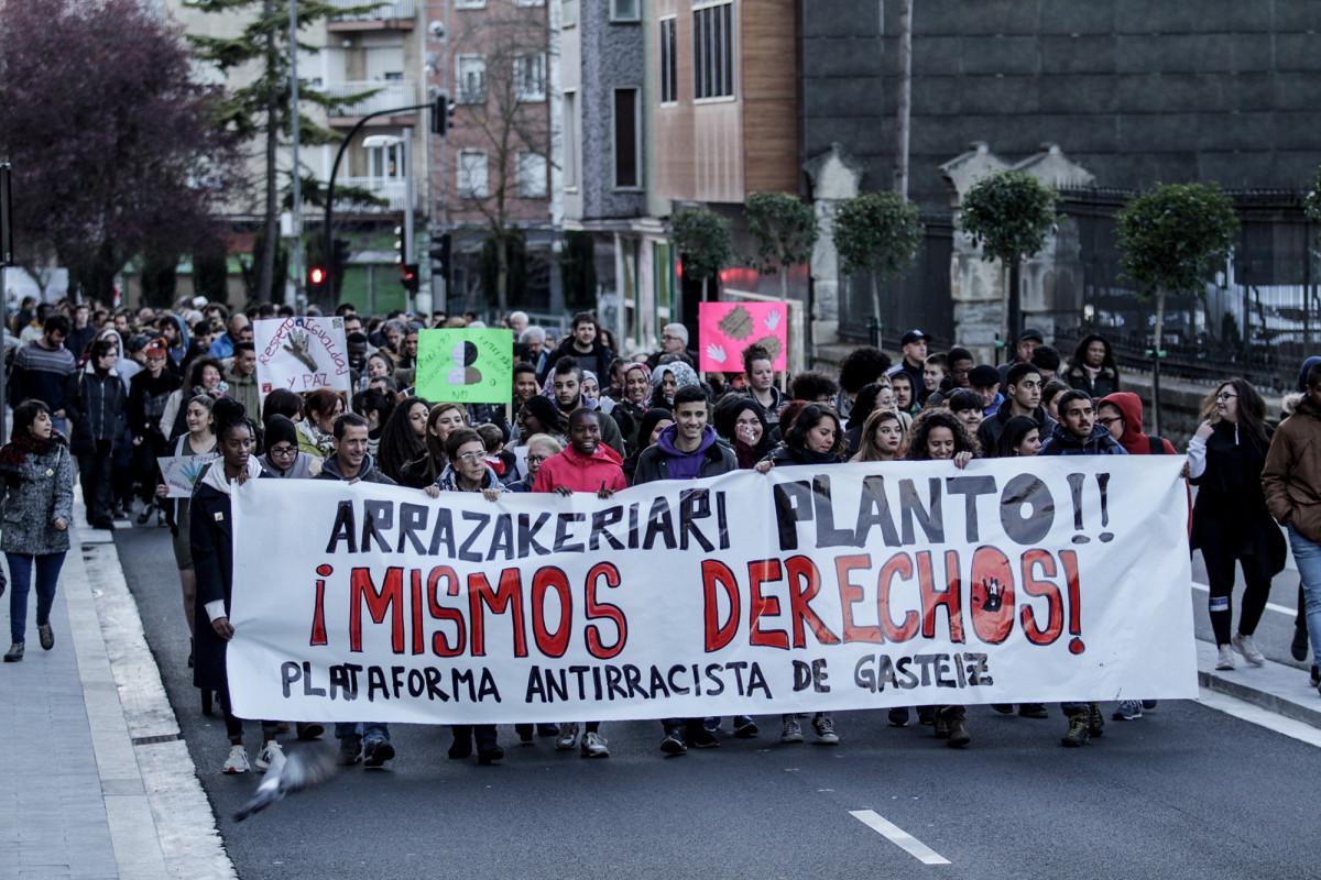 Varios colectivos unen fuerzas para denunciar las identificaciones racistas de la Policía Local