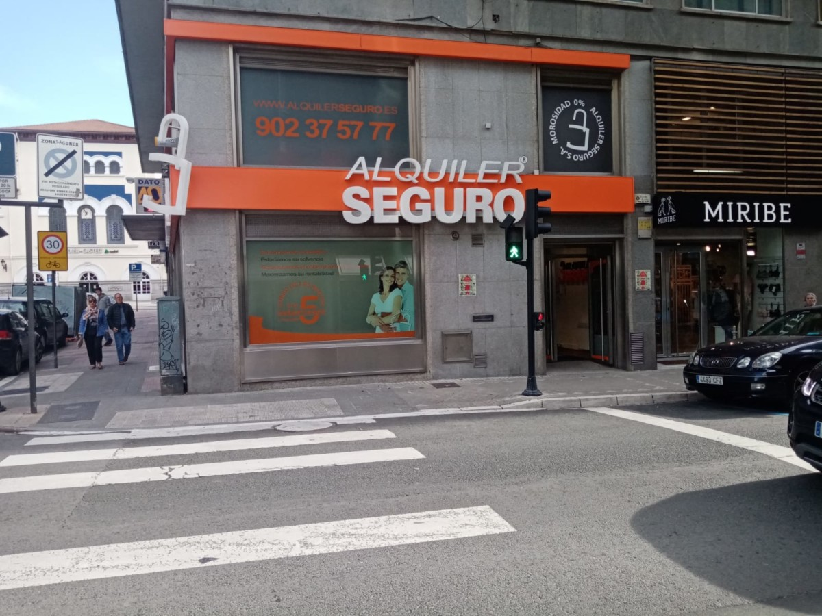 GES  okupa  de  manera  simbólica  'Alquiler  Seguro'  para  denunciar  la  especulación  de  la  vivienda