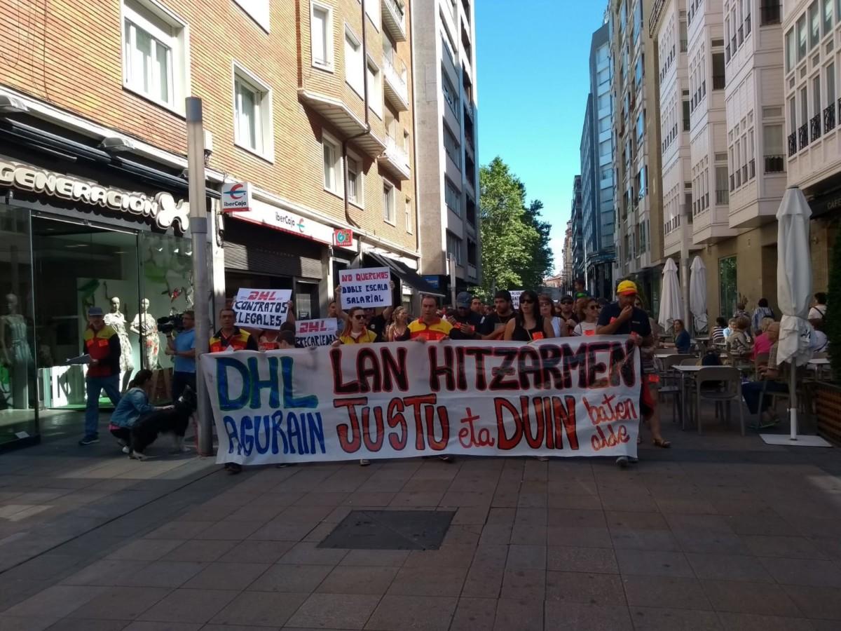 Las  trabajadoras  de  DHL  se  manifiestan  a  favor  de  un  convenio  justo