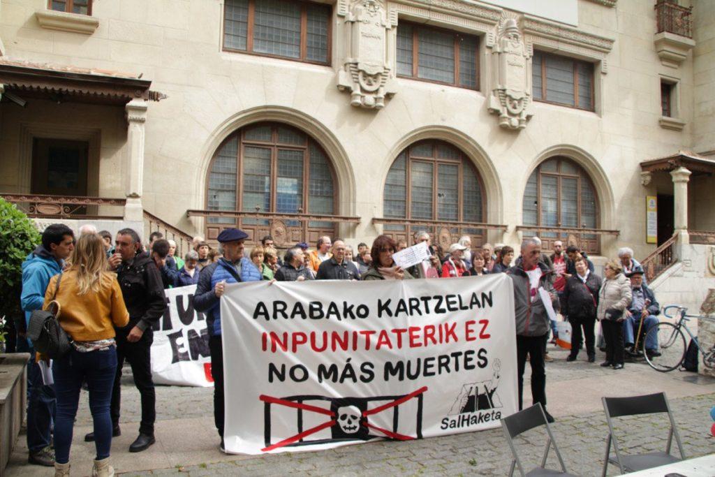 Salhaketa llama a movilizarse ante la muerte del quinto preso en la cárcel de Zaballa