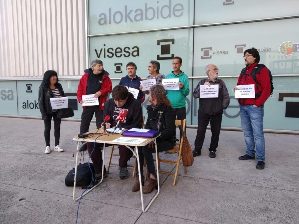 Prestaciones sociales | Alokabide rectifica ante la denuncia popular.