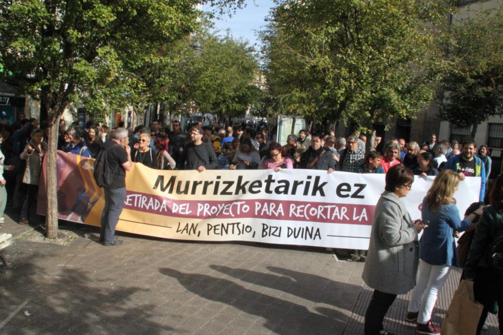 Diru-Sarrerak Bermatzeko Errentan egingo dituzten murrizketak eteteko exijitu zioten atzo Eusko Jaurlaritzari