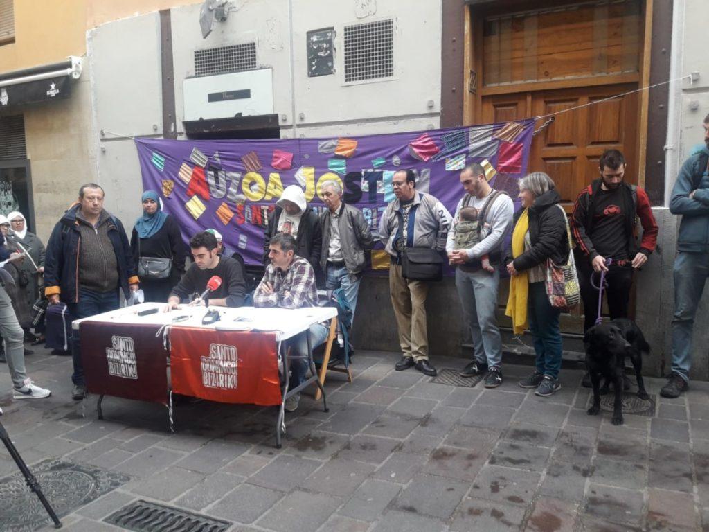 Irati eta Sergio (Sto. Domingo Bizirik!): «Negozioa pizteko behar dira etxe huts zahar eta merkeak»