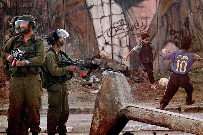 """""""La dificultad para desarrollar una actividad normalizada bajo ocupación afecta también a la gente del fútbol, como a toda la población palestina"""""""