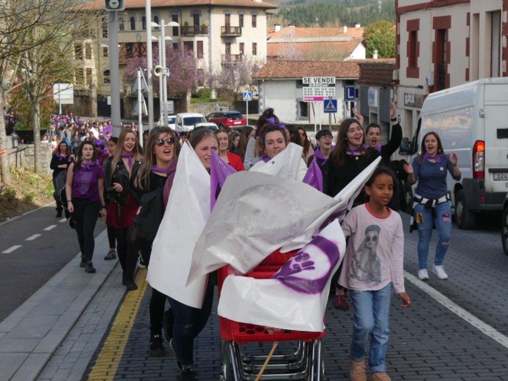 Prekarietatearen aurrean elkartasun feminista aldarrikatu du Aiaraldeko Mugimendu Feministak