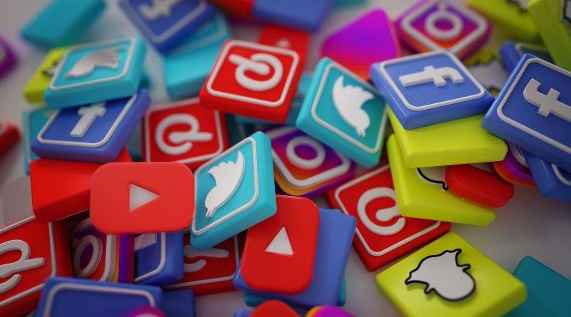 Blogosfera | Consecuencias de los 'likes', whatsapp en campaña electoral y LGTBIfobia por aplicaciones de ligar