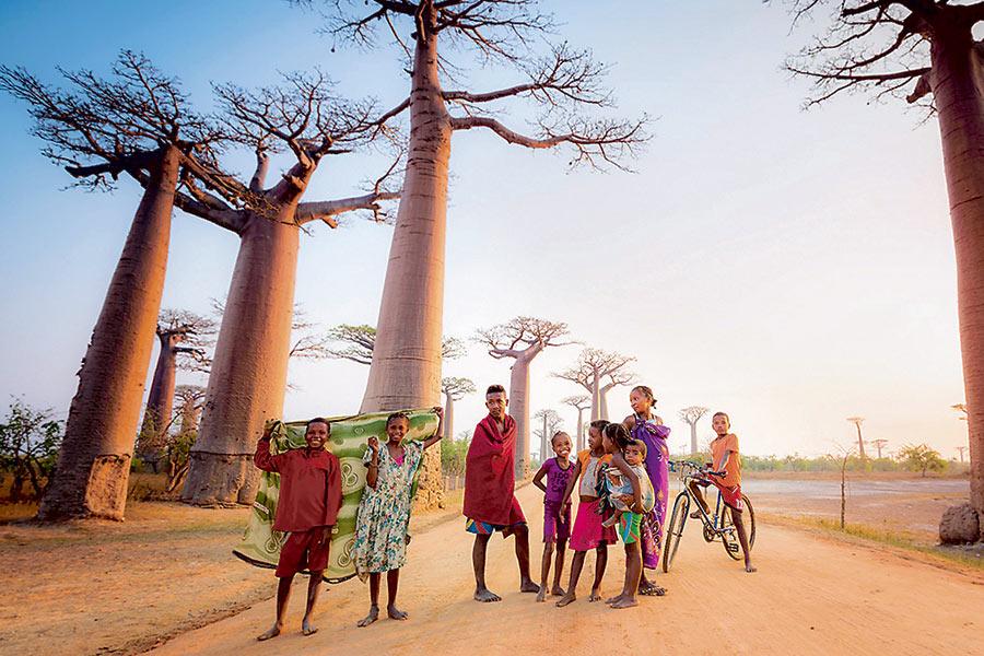 5.04: Mexikoko Pazifiko kostaldean argazkilari /  Madagaskarretik txirrinduan