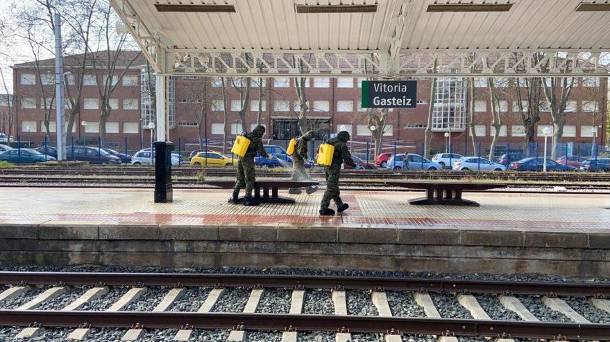 Gasteizko tren geltokian izan da Espainiako ejerzitoa gaur goizean