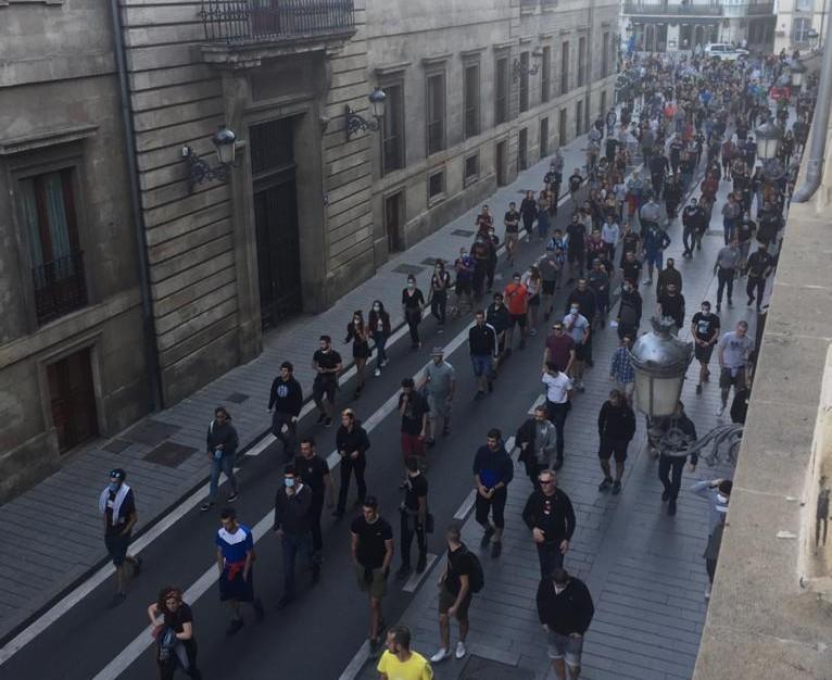 Patxi Ruizen aldeko manifestazio batek zeharkatu ditu Gasteizko kaleak