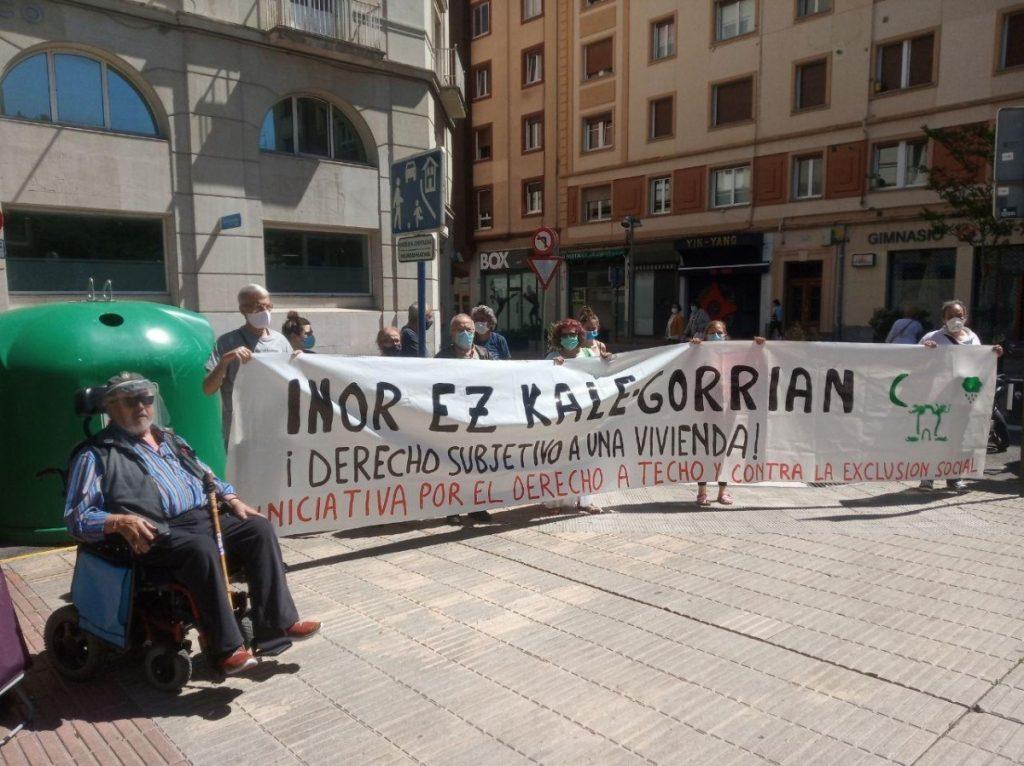 La iniciativa Derecho a Techo ha presentado una denuncia contra el consejero Iñaki Arriola por la venta de 500 viviendas de Vitalquiler a un fondo de inversión