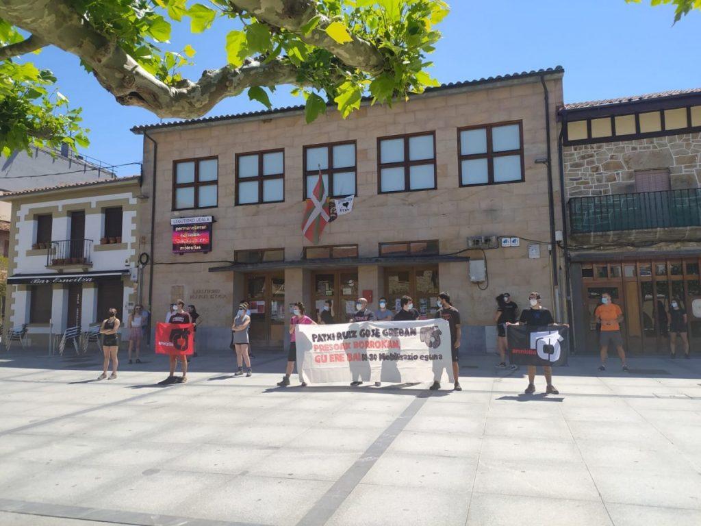 Patxi Ruizen aldeko mobilizazioak egin dituzte asteburuan Arabako hainbat tokitan