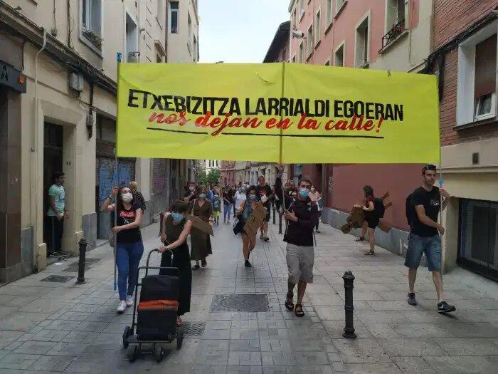 Gasteizko Alde Zaharrean eraikin osoak apartamentu turistiko izatea ahalbidetu du Urtaranek