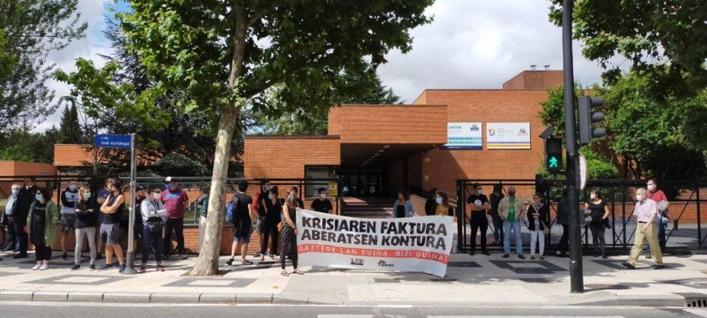 Gazteentzako enplegu duinaren alde mobilizatu dira LAB eta Ernai Gasteizen