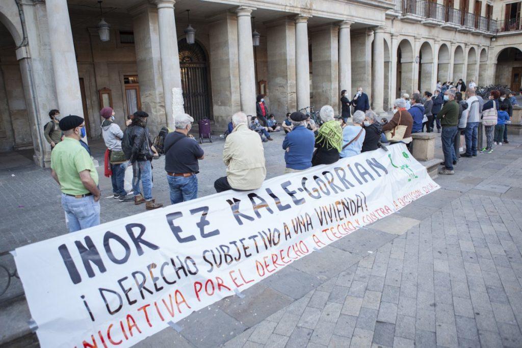 """La Iniciativa """"Derecho a Techo""""  denuncia la falta de voluntad política existente en Gasteiz para acabar con el estado de emergencia habitacional"""