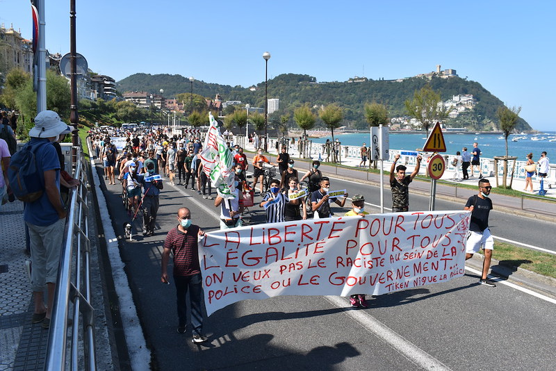 Agresiones racistas por parte de la polícia en el barrio El Infierno