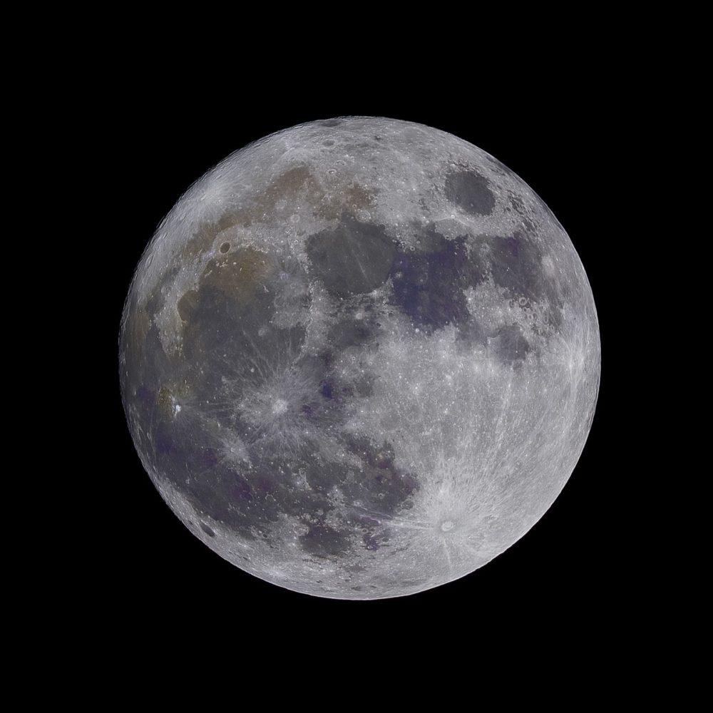 Ciencia | Javier Armentia: «se calcula que hay una lata de refresco de agua por m3 lunar.»