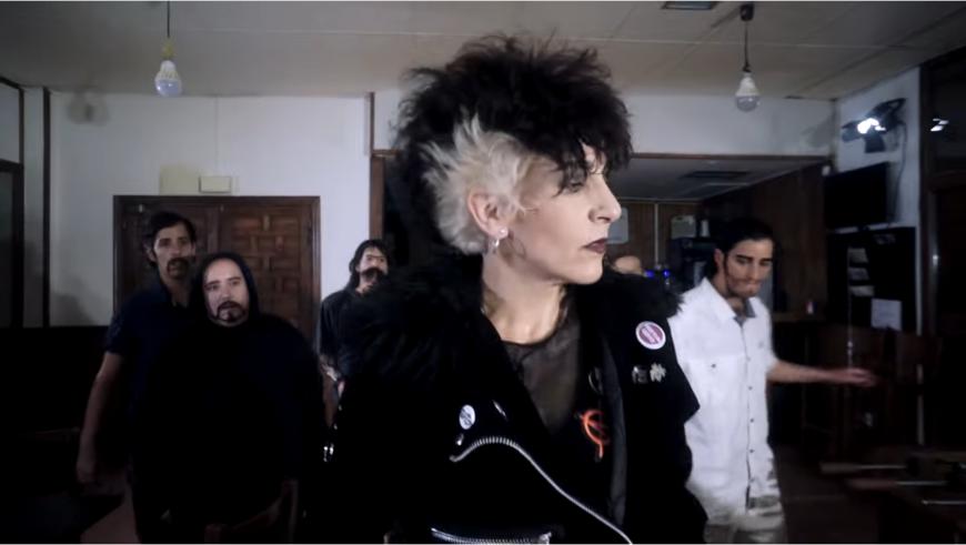 'Sola en un bar' el nuevo videoclip de Tu tía la Punk