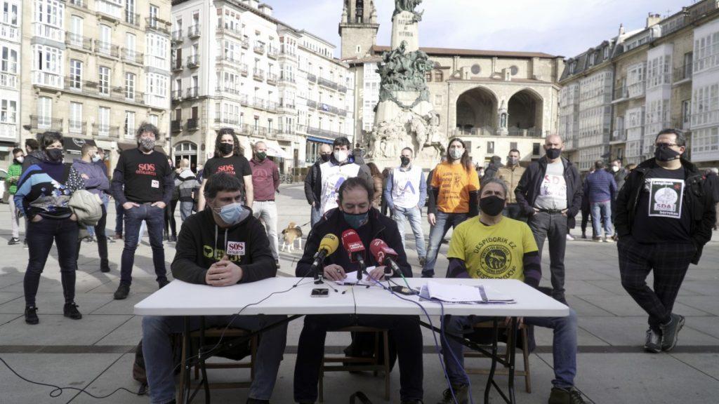 Más de 50 comités de empresa y colectivos llaman a tomar las calles de Gasteiz de manera unitaria