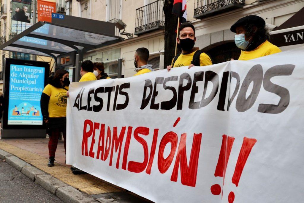 LAB, ELA, CGT y SAT piden la readmisión de toda la plantilla despedida de Alestis y denuncian la complicidad de CCOO y UGT