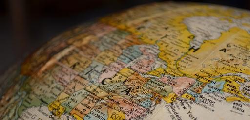 Covid-19aren aurkako txertoen gatazkak eta Europaren gainbehera geopolitikoa