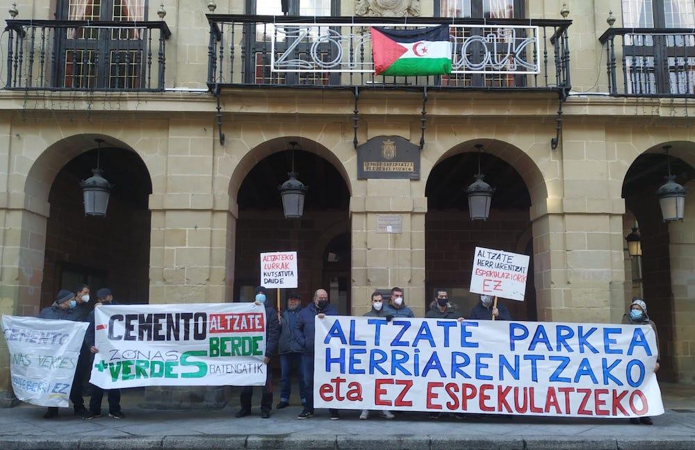 """Txelis (Plataforma Altzate Parkea): """"Nuestro pueblo está muy castigado por el caos urbanístico y la cultura del cemento"""""""