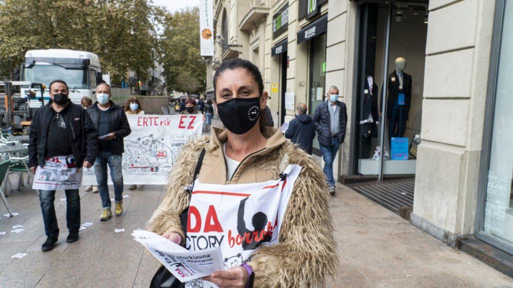 SDA Factoryko langileek mobilizazioa egin dute Gasteizko erdigunean, zuzendaritzaren inposizioen aurka
